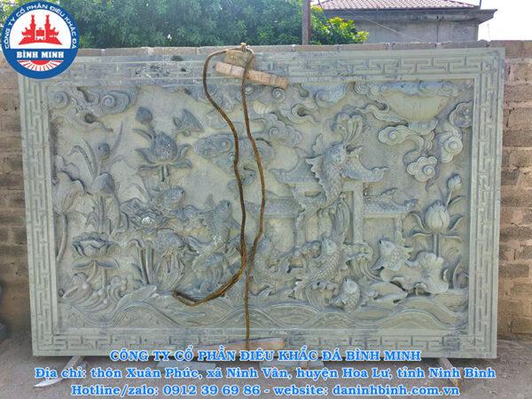 Chiếu đá cá chép vượt vũ môn đá xanh rêu tinh xảo của Công ty Bình Minh