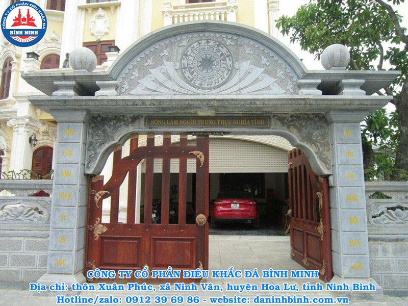 Cổng nhà ở bằng đá xanh