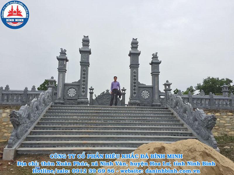 Cột cổng tứ trụ đá khu lăng mộ