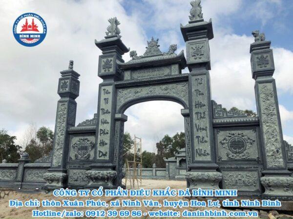 Cổng đá xanh rêu khu lăng mộ cao cấp