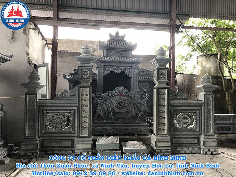 Trụ cổng đá xanh rêu của Bình Minh