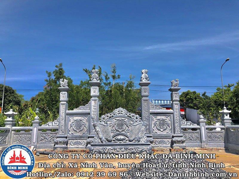 Cuốn thư và cổng tứ trụ nhìn phía trong khu lăng mộ