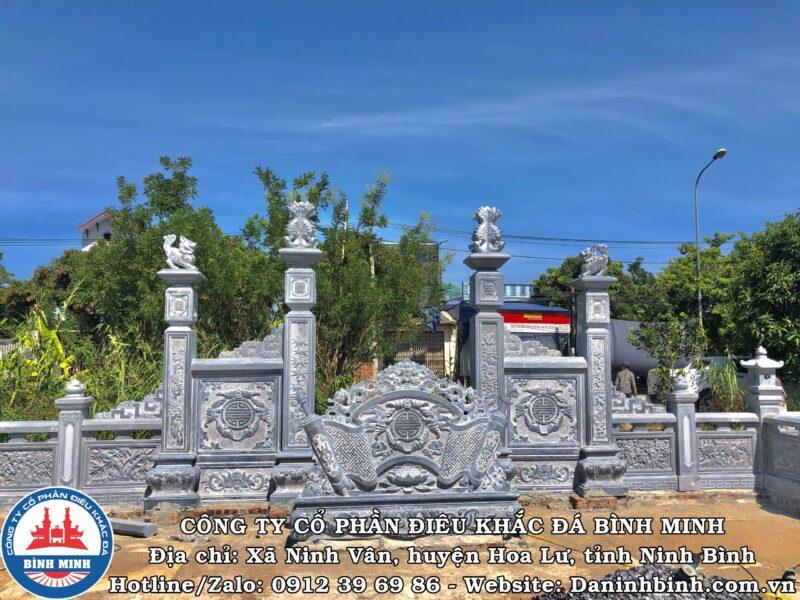 Họa tiết tùng, cúc, trúc, mai trên cột đá khu lăng mộ