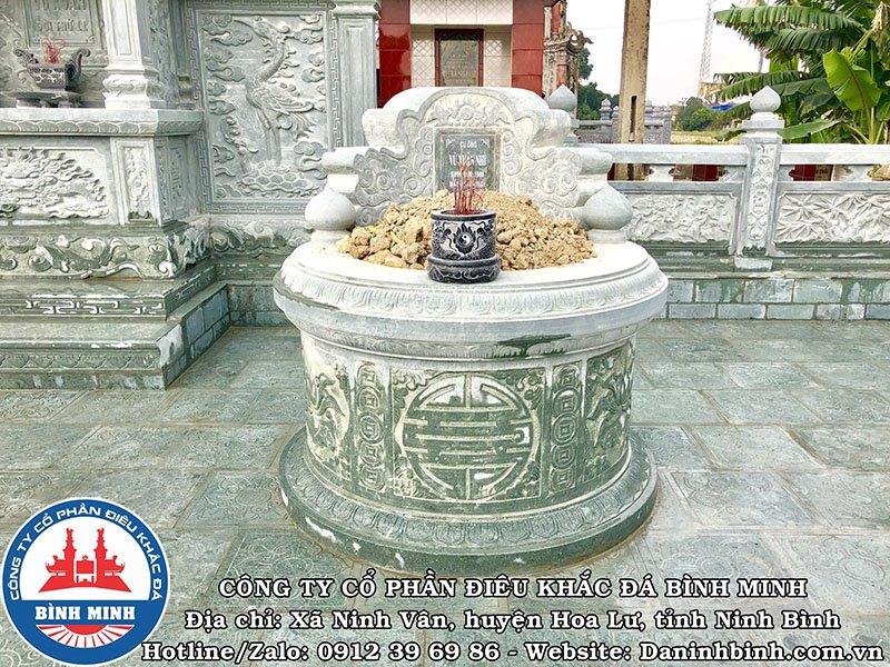 Hoa văn chữ Thọ trên mộ đá tròn