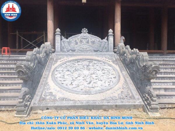 Hoàn thiện chiếu rồng đá tại đình chùa