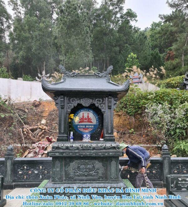 Lăng thờ đá xanh rêu