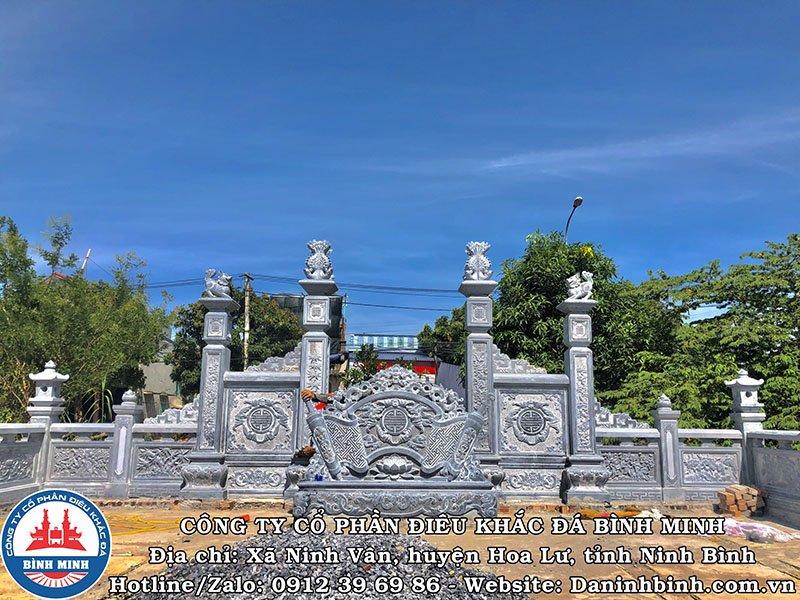 Mặt sau cuốn thư, cổng tứ trụ khu lăng mộ đá tại Nam Định