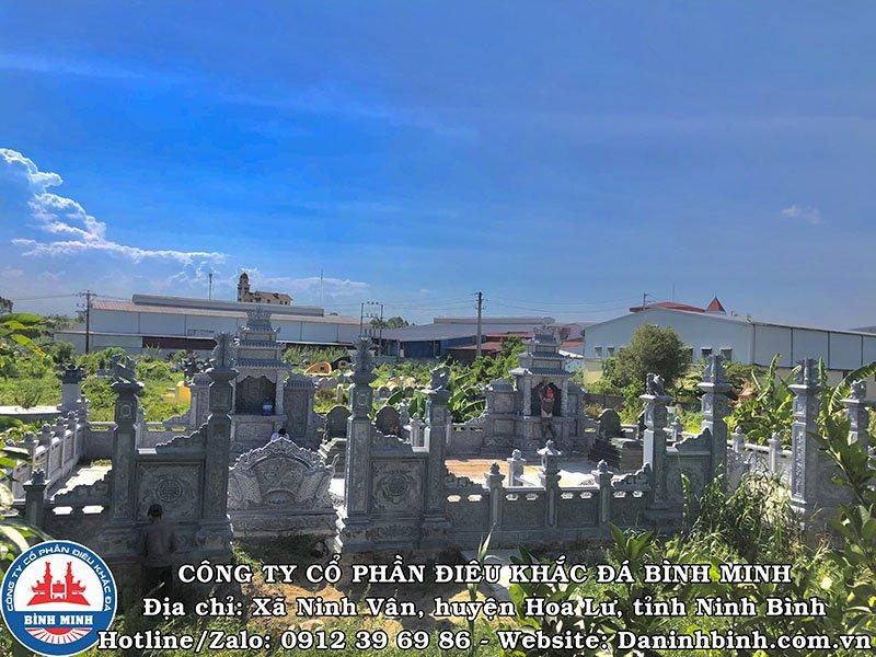 Mặt trước khu lăng mộ đá đôi tại Nam Định