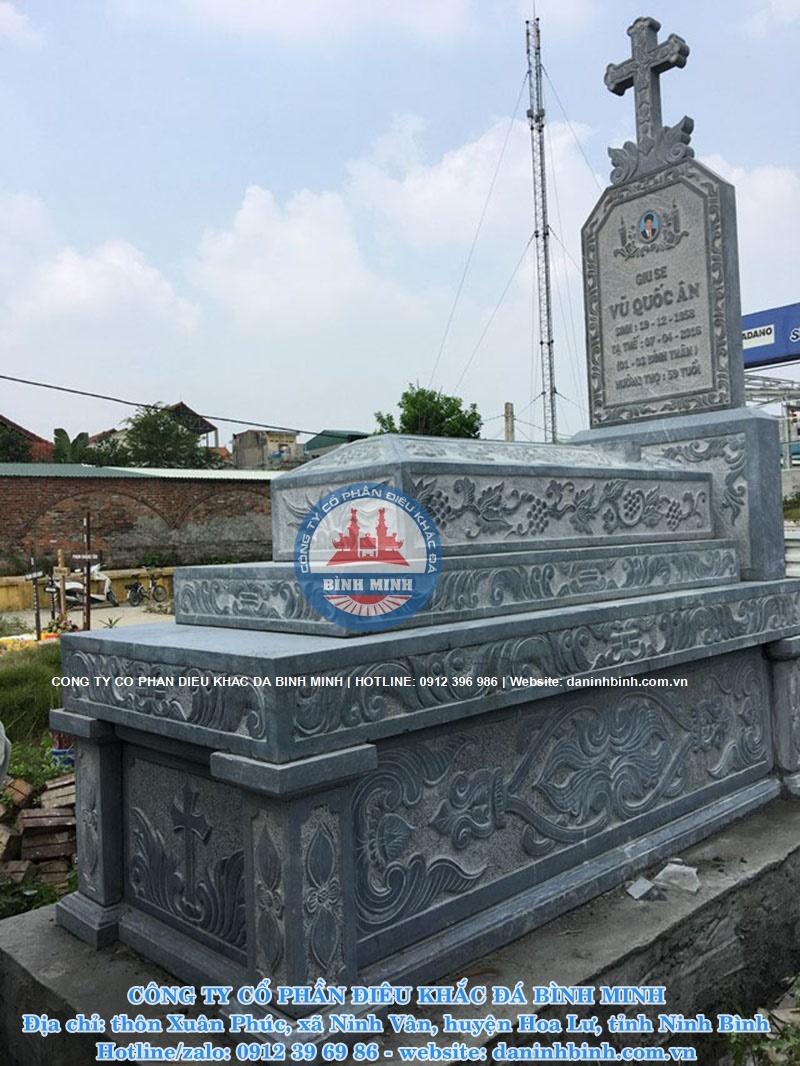 Mẫu mộ đá công giáo chất liệu đá xanh thanh hóa đẹp