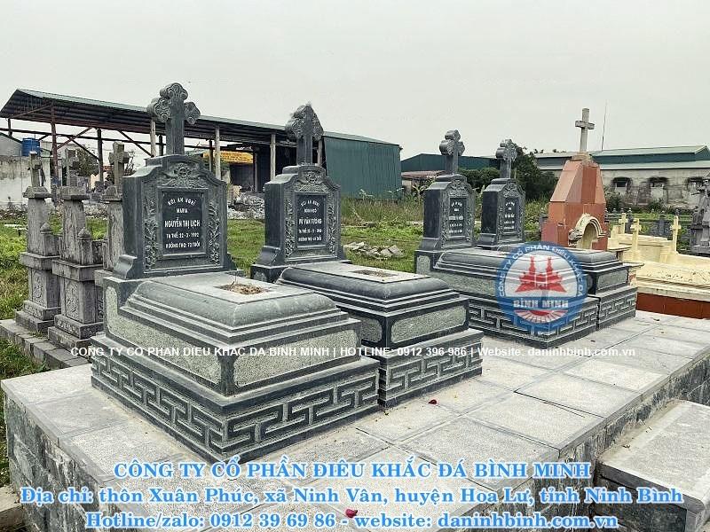 mộ công giáo bằng đá xanh rêu đẹp