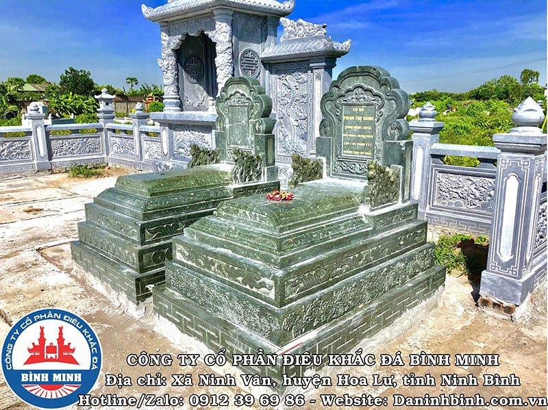 Mộ đá đôi xanh rêu đẹp khu lăng mộ