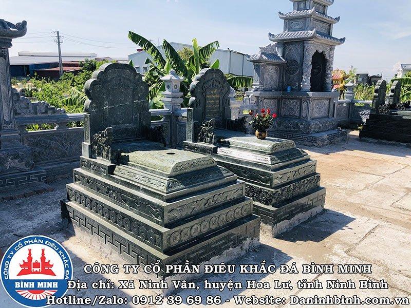 Mộ đá xanh rêu tại Nam Định