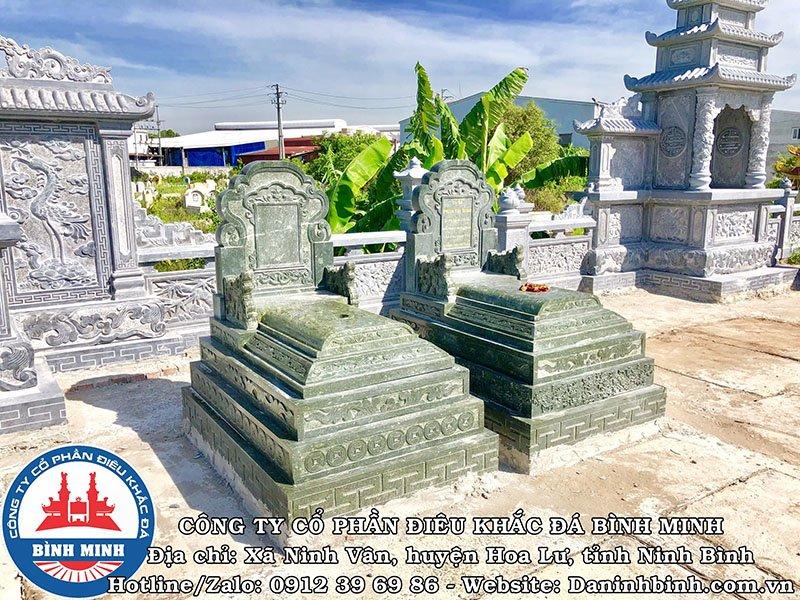 Mộ đá xanh rêu giật cấp tại Nam Định