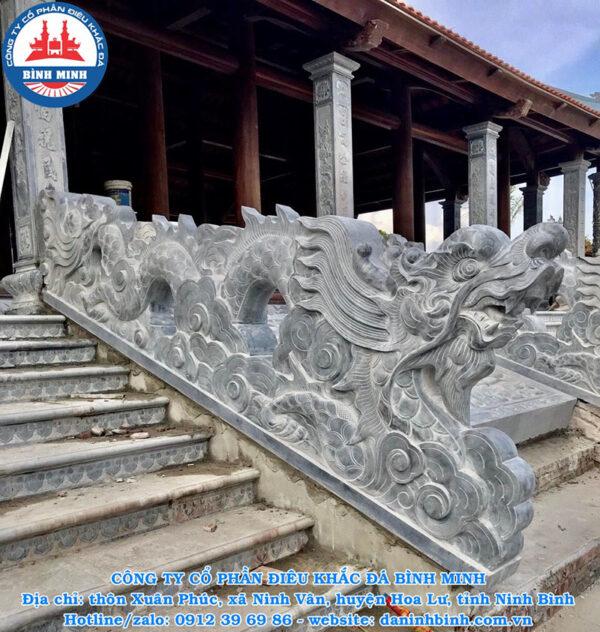 Rồng đá bậc thềm đình chùa