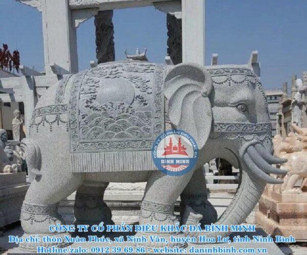 Bình Minh thi công tượng đá voi