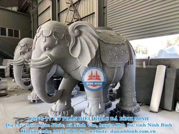 Mẫu tượng đá voi Bình Minh thi công