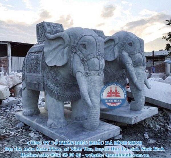 Tượng đá voi Bình Minh thi công tại xưởng sản xuất