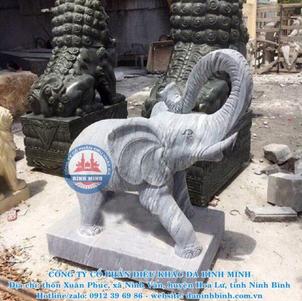 Tượng voi đá cầu con cái